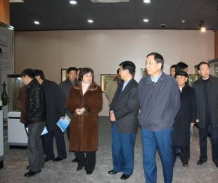 2010年1月10日芮清凯来宜视察紫砂业发展情况